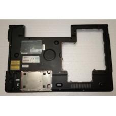 Нижня частина корпуса (піддон) з ноутбука MEDION Akoya P8614 340827600009